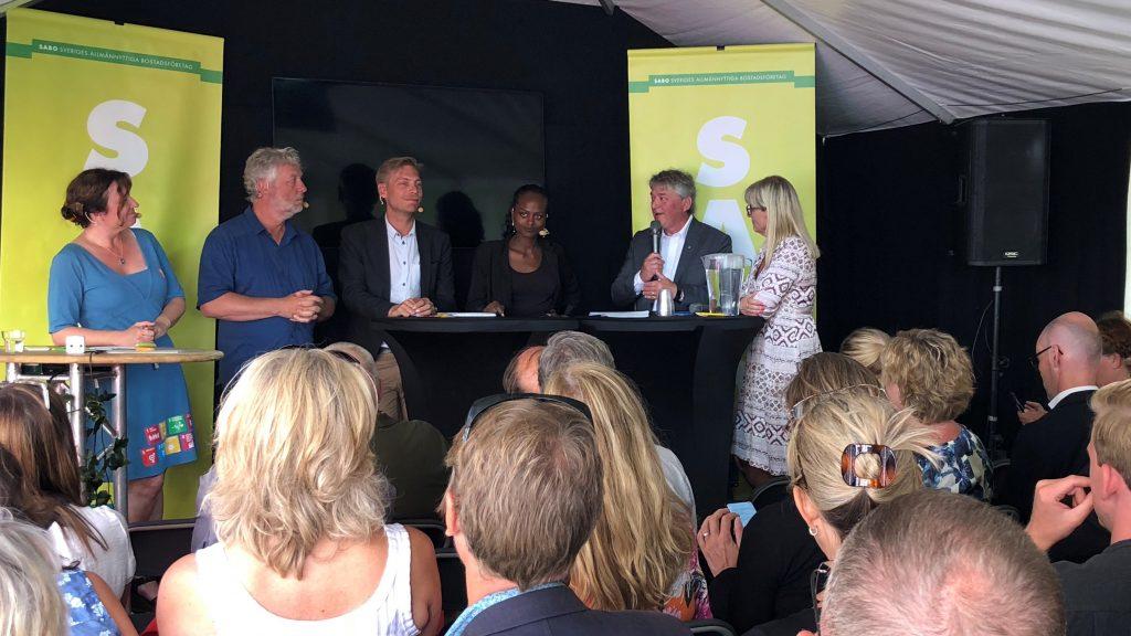 Fullsatt seminarium i Almedalen när framtidens sociala bostadspolitik diskuterades.