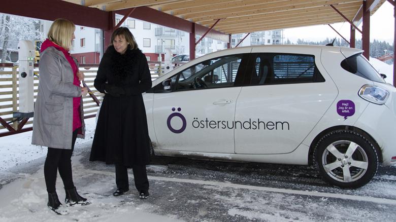 Isabella Lövin, dåvarande klimatminister och Karin Österberg, hållbarhetschef Östersundshem.